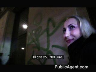 PublicAgent - फर्म गधे के साथ सेक्सी गोरा