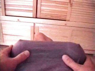 गड़बड़ बड़े स्तन के साथ प्यारा एशियाई महिला