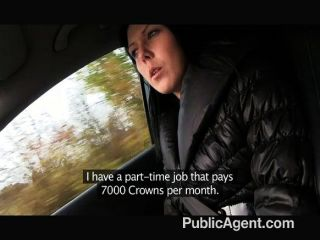 PublicAgent - कार पर युवा काले बालों बकवास