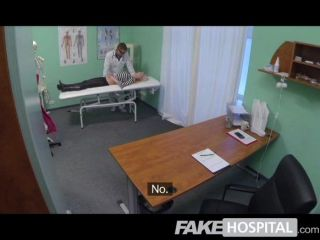 नकली अस्पताल - गर्म गोरा पूर्ण हो जाता है चिकित्सक