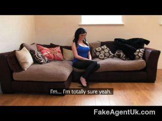 FakeAgentUK - अंग्रेजी मधुबाला स्तन से पता चलता है