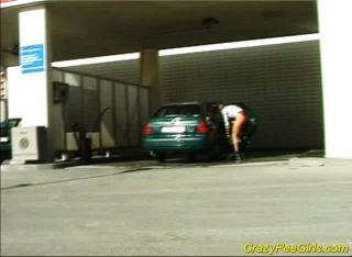 कपड़े धोने से पहले कार peeing