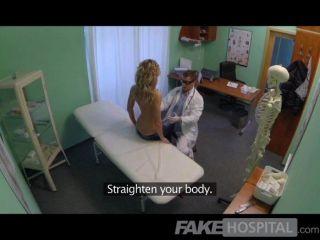 नकली अस्पताल - डॉक्टर गोरा छूट प्रदान करता है