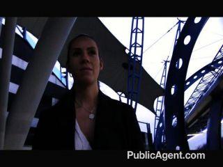 PublicAgent - मैं सड़क पर उसके स्तन पर सह
