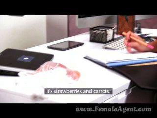 FemaleAgent - एमआईएलए एजेंट एक भूख से काम करता है