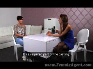 FemaleAgent - बड़े स्तनों एजेंट गीला करना