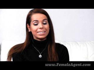 FemaleAgent - पहले शर्मीला समलैंगिक अनुभव
