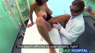FakeHospital - डॉक्टरों ने अपने हाथों को प्राप्त करने के लिए बारी