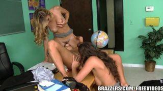 Brazzers - स्कूल में सेक्सी समलैंगिक त्रिगुट