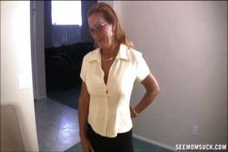 नग्न आदमी चूसने