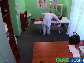 FakeHospital - कोई स्वास्थ्य के साथ विदेशी मरीज