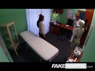 नकली अस्पताल - सिर दर्द बड़ा मुर्गा द्वारा इलाज