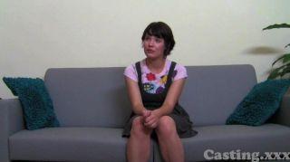 कास्टिंग - सुंदर लड़की विशाल चेहरे लेता है