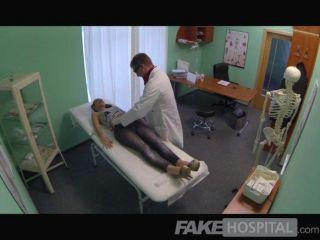 FakeHospital - सेक्सी ब्रिटिश रोगी निगल