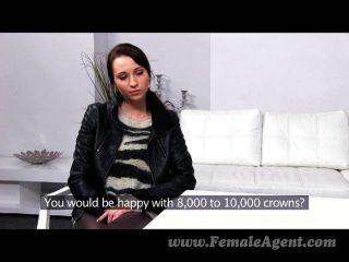 FemaleAgent - एजेंट स्लिम सुंदरता हावी