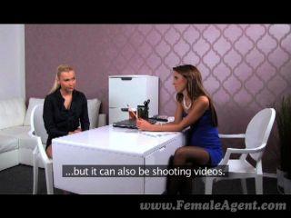 FemaleAgent - सेक्सी मालिक एजेंट कौशल सिखाता है