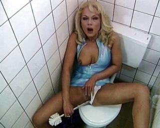 शौचालय फूहड़ बकवास और चूसना प्यार करता है