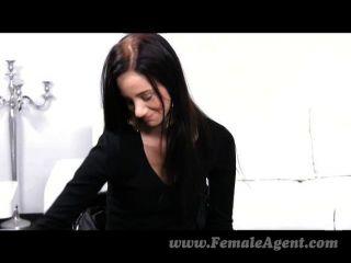 FemaleAgent - एक सेक्सी महिला के साथ पहली बार