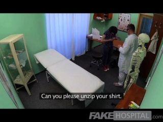 FakeHospital - डॉक्टर मरीजों को बीमारी हल करती है