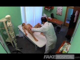 FakeHospital - नया डॉक्टर सींग का बना milf हो जाता है