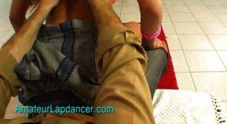 अंतरंग भेदी lapdances के साथ सेक्सी महिला