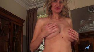 बड़े स्तन और बालों योनी माताओं