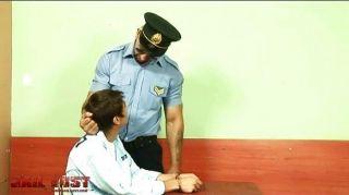 क्रूर समलैंगिक पुलिस द्वारा गड़बड़ बहुत बुरा लड़का