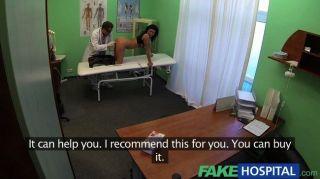 FakeHospital - परिपक्व सेक्सी पत्नी को धोखा दे