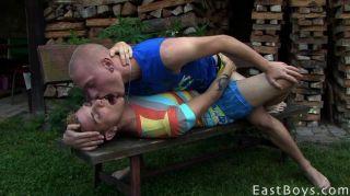 कामुक twinks चुंबन और चूसने