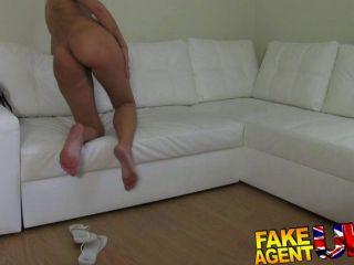FakeAgentUK - गति fucks सेक्सी गधा यूरो बेब