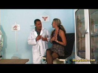 वेश्या उसे स्त्री रोग विशेषज्ञ fucks