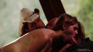 cowgirls सवारी और सवार होने के लिए प्यार