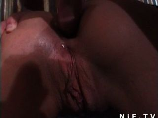 एक फ्रांसीसी समूह सेक्स पार्टी में गुदा सेक्स