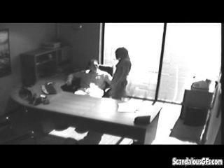 कार्यालय योनी पकड़ा जाता है