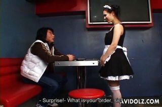 नौकरानी वर्दी में मारिया Ozawa अद्भुत blowjob