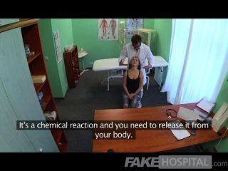 FakeHospital - डॉक्टरों मुर्गा नालियों छात्र