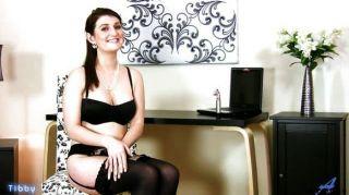 सुंदर गर्म महिला पहली शरारती वीडियो
