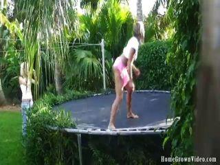 टेलर और रेन के साथ homegrownvideos पानी मज़ा