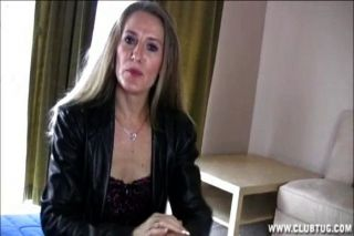 गोरा परिपक्व महिला मरोड़ते