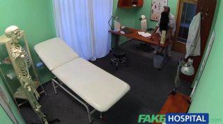 FakeHospital डॉक्टरों मुर्गा और वादा