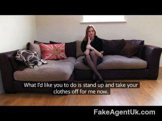 FakeAgentUK - सेक्सी बुत लड़की महान स्तन है