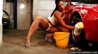 सेक्सी कार धोने