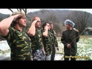 सैन्य Bukkake तांडव