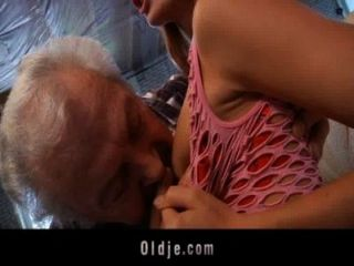 दादा एक सेक्सी युवा रेड इंडियन बेब बकवास करने के लिए भाग्यशाली