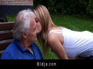 Oldman बुरा Bernice से कुछ कमबख्त क्षमा याचना भी आनंद मिलता है