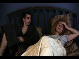 बहन कैथरीन और भाई एंथोनी एक बिस्तर साझा कर रहे हैं