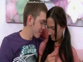 एक किशोर के धमाके दृश्य 1 के साथ गरम सेक्स वीडियो