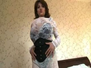 मिलेना उसे भारी स्तन के साथ खेल रहा velba