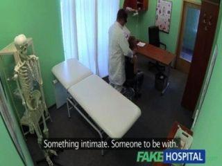 FakeHospital डॉक्टरों नालियों सेक्सी छात्रों परामर्श के दौरान अवसाद मुर्गा