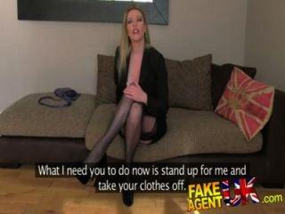 FakeAgentUK मोजा पहने पॉश milf कास्टिंग सोफे पर यह सब करने की कोशिश करने को तैयार